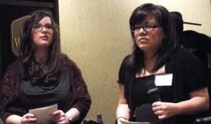 卑詩省腦癱協會員工Lauren Stinson(左)和Stacey Francis。(曾雪攝影)